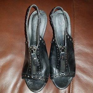 B.Makowsky size 6m studded leather heel